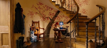 Paddington-bear-in-the-foyer-with-spiral-staircase-and-mural (450x203).jpg